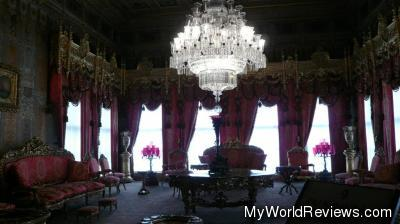 A sitting room inside the palace