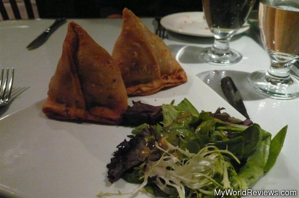 Review of Indian Taj at MyWorldReviews.com Samosa With Green Chutney
