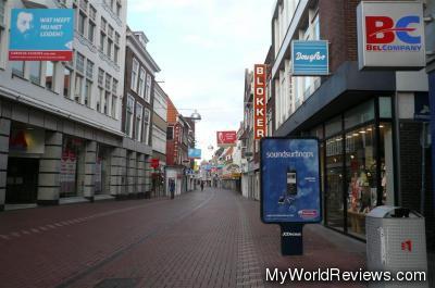 The main pedestrian street (Haarlemmerstraat)