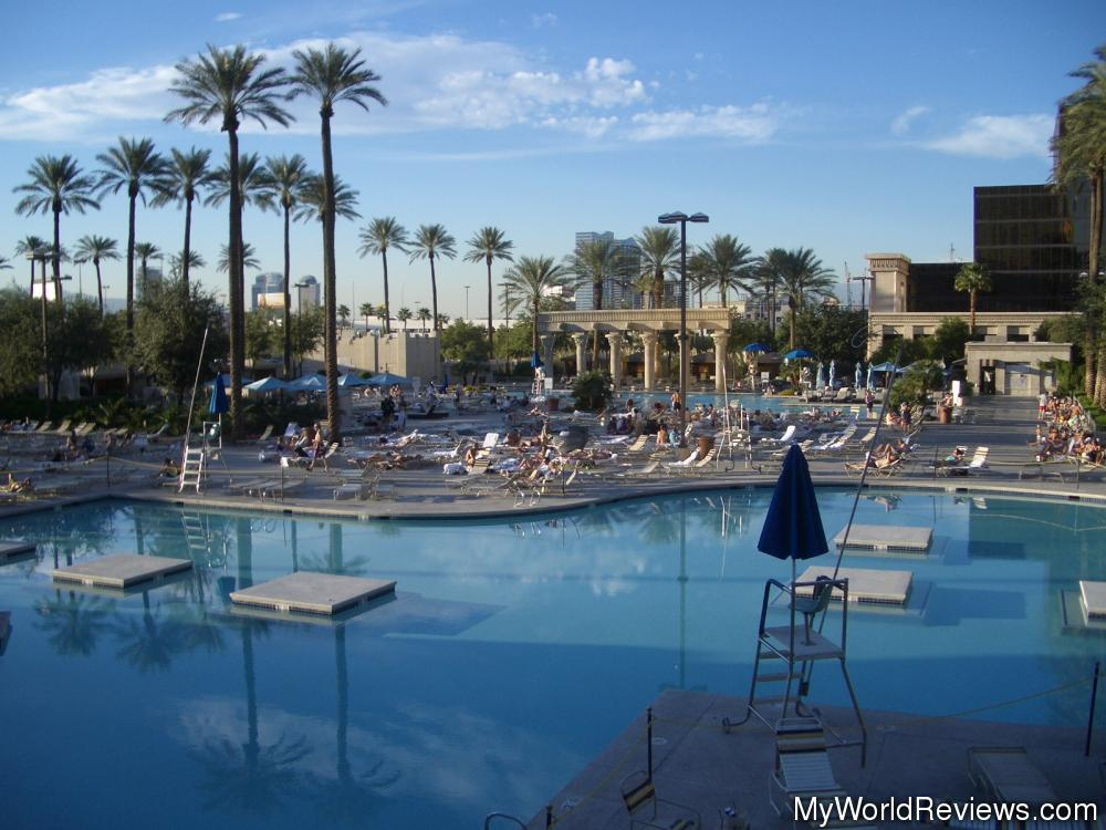 Images and places pictures and info luxor hotel pool - Luxor hotel las vegas swimming pool ...
